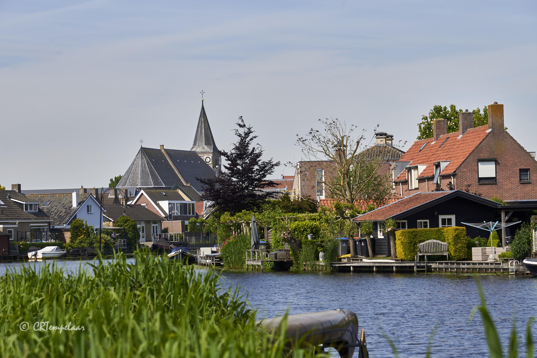 Giessenburg, het riviertje de Giessen en de Hervormde kerk