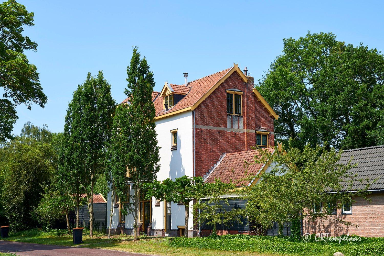 Voormalig stationsgebouw in Rolde